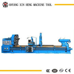 Swing over bed 1250mm good applicability conventional lathe machine for sale